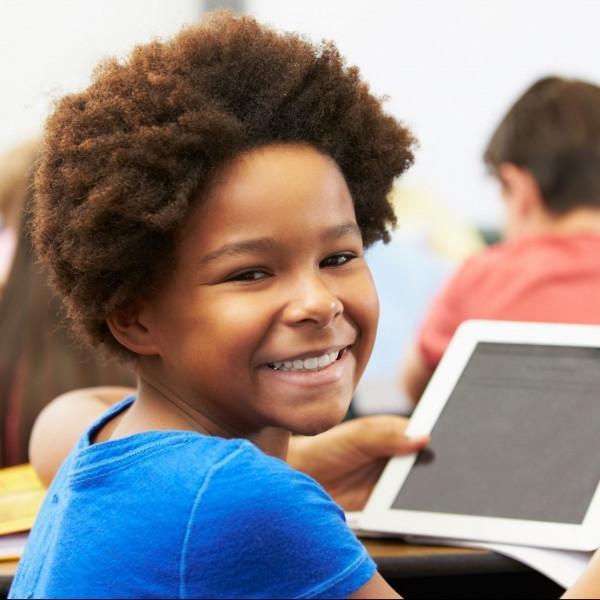 一个Net技术-学生与平板电脑